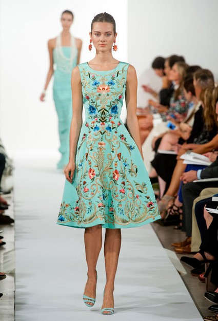 Oscar-De-La-Renta-Spring-Summer-2014-teal-embroidered-cocktail-dress