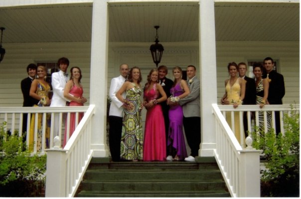 prom-group-shot